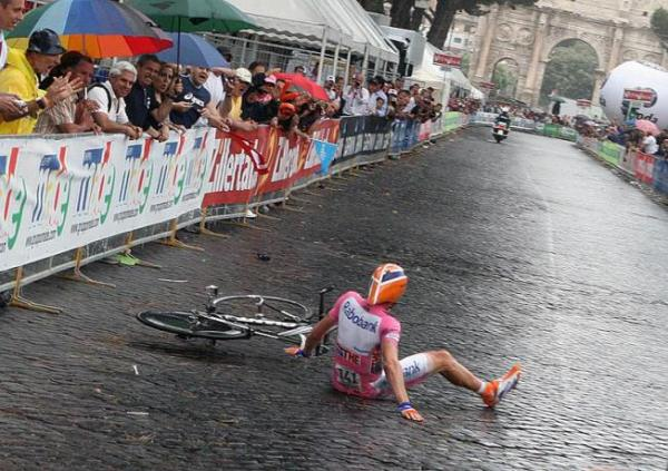 Menchov 2009 Giro crash