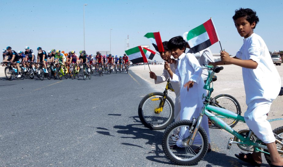 Fans at the roadside during the 2015 Dubai Tour (RCS)