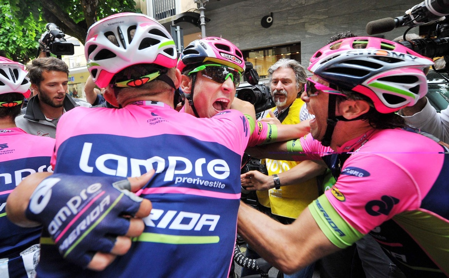 Diego Ulissi celebrates with him teammates after his win (ANSA/Luca Zennaro)