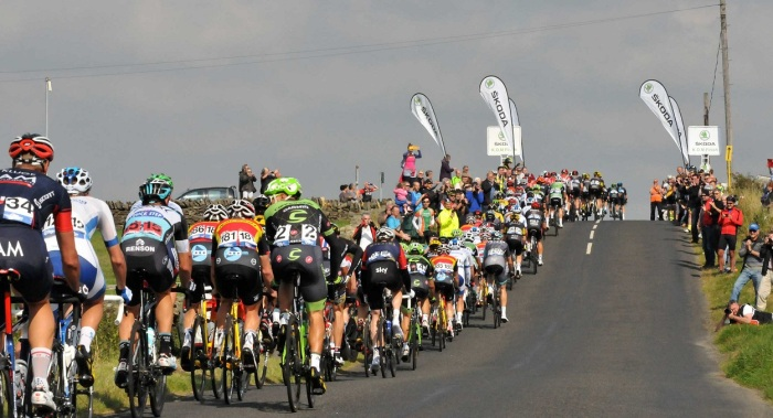 The peloton on the road to Hartside Fell (Sweetspot)