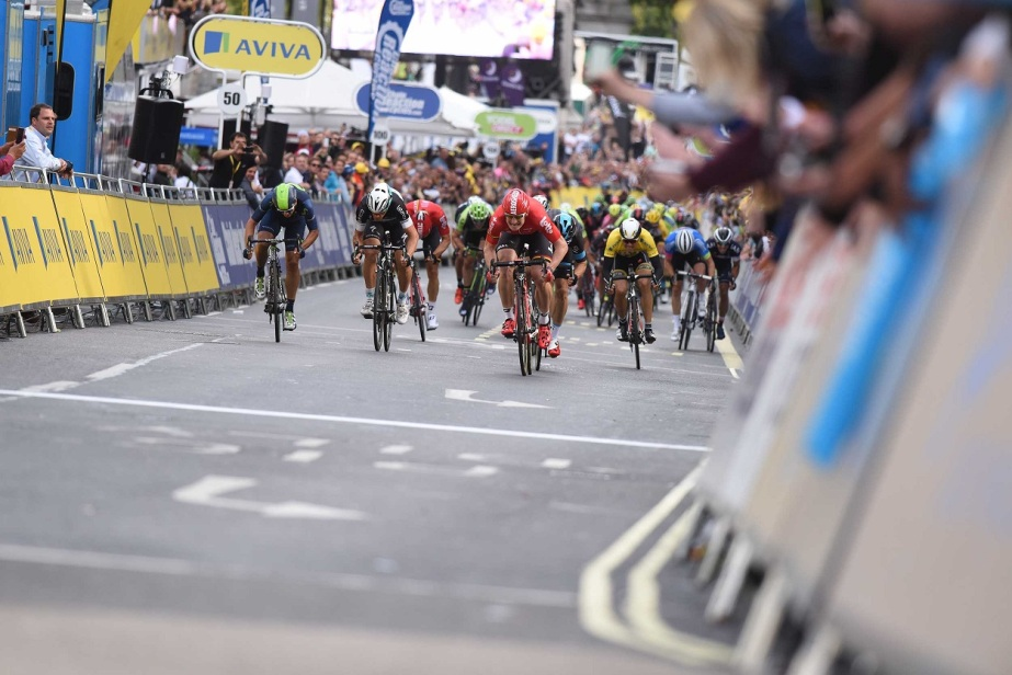 Greipel leads the peloton home in London (SweetSpot)