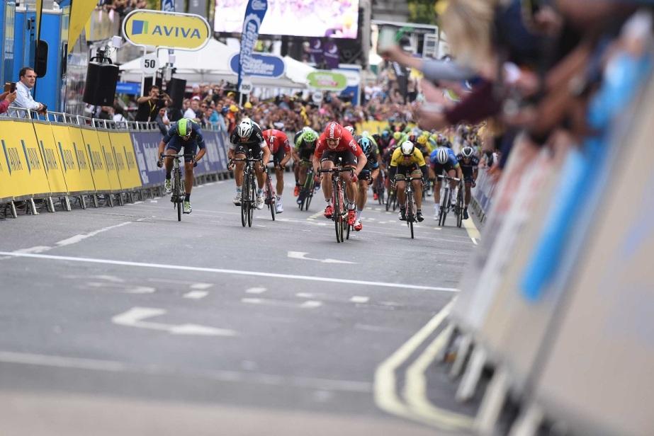 Greipel leads the peloton home in London (SweetSpot)