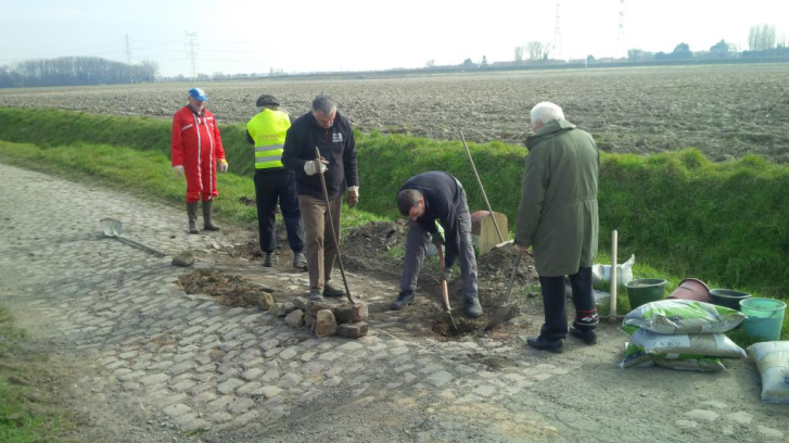 Les Amis repaving Ennevelin on March 19 (Les Amis de Paris-Roubaix)