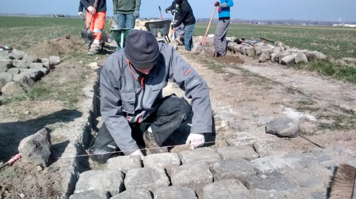 Students work on Haveluy-Wallers - April 2 - LES AMIS DE PARIS-ROUBAIX