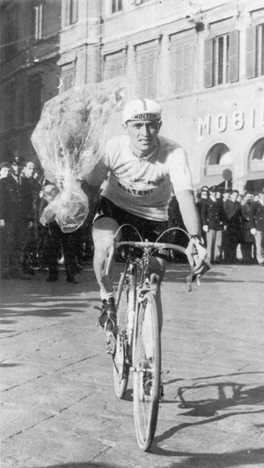 Michele Dancelli in pink in 1965 (bikeraceinfo)