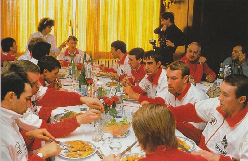 Alga Lum team dinner 1989 Tchmil Ugrumov Poulnikov Konyshev