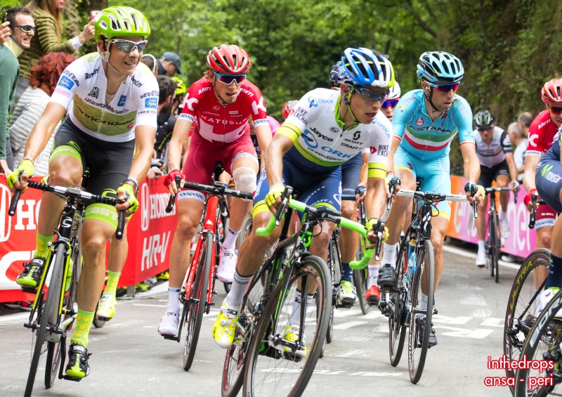 Zakarin with the favourites group during stage 12 to Asolo