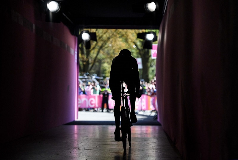A runner during the start of the TTT first stage Giro d'Italia cycling race in Apeldoorn, Nederland, 6 May 2016.ANSA/ALESSANDRO DI MEO