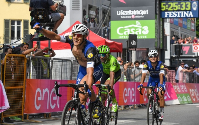 Italian rider Matteo Trentin (L) of Etixx Quick Step team, celebrates after crossing the finish line to win the 18th stage of the Giro d'Italia cycling race over 240 km from Muggio' to Pinerolo, Italy, 26 May 2016. ANSA/ALESSANDRO DI MEO