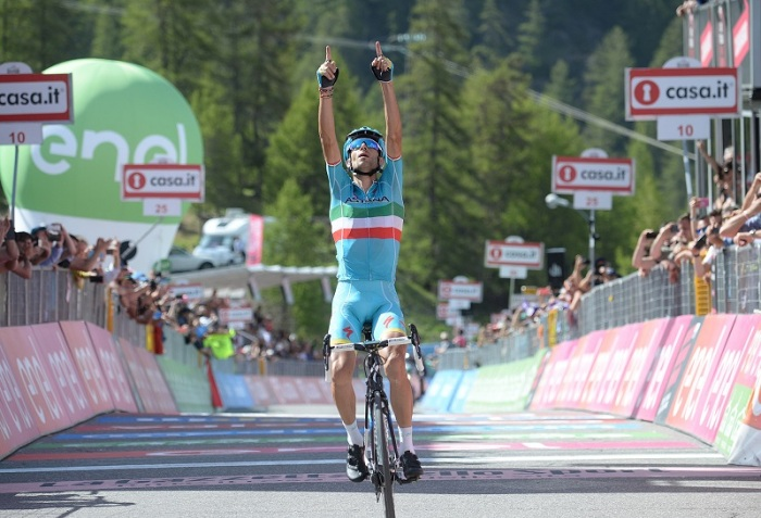 Italian riderVincenzo Nibali of Astana team wins the ninethteenth stage of the Giro d'Italia 2016, from Pinerolo to Risoul (FR) 162 km, Italy, 27 May 2016. ANSA/LUCA ZENNARO