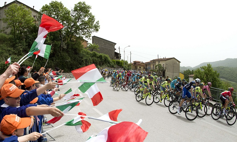 The pack is on the way of the fifth stage of Giro dÕItalia cycling race from Praia a Mare to Benevento, 11 May 2016. ANSA/CLAUDIO PERI