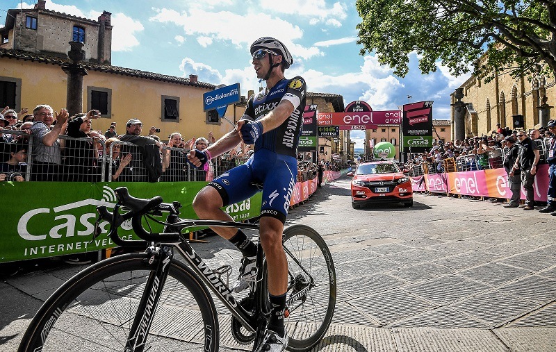 Italian rider Gianluca Brambilla of the Etixx - Quick Step team, celebrates after crossing the finish line to win the 8th stage of the Giro d'Italia cycling race over 186km from Foligno to Arezzo, Italy, 14 May 2016. Brambilla took the overall leader's pink jersey.   ANSA/ALESSANDRO DI MEO