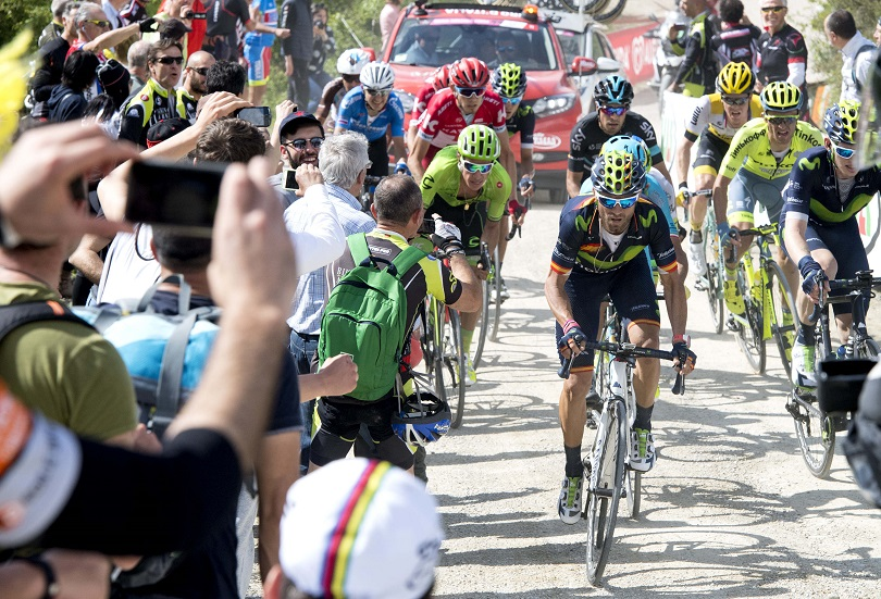 Spanish rider Alejandro Valverde of Movistar Team rides on the gravel on the way of the 8th stage of Giro dÕItalia cycling race from Foligno to Arezzo, 14 May 2016. ANSA/CLAUDIO PERI